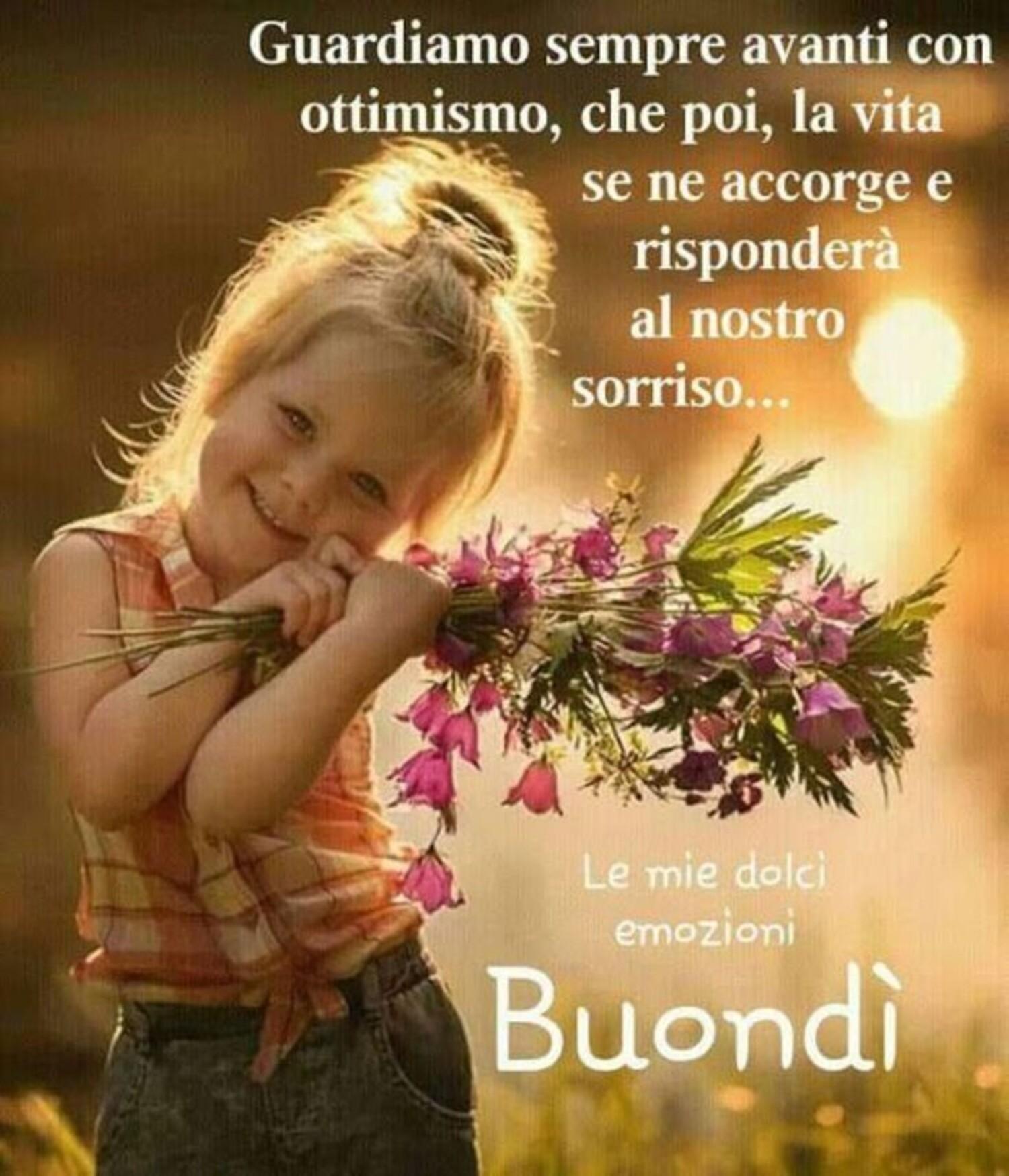Guardiamo sempre avanti, con ottimismo, che poi la vita, se ne accorge e risponderà al nostro sorriso. Buondì