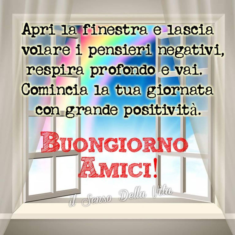 Apri la finestra e lascia volare i pensieri negativi, respira profondo e vai. Comincia la tua giornata con grande positività. BUONGIORNO AMICI!