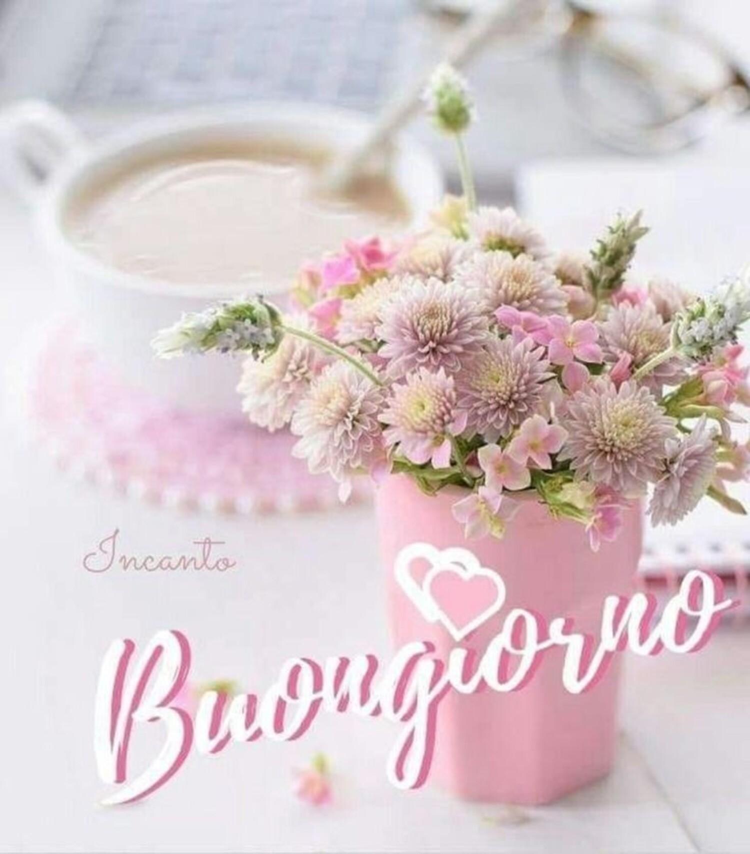 Buongiorno con un vaso di fiori